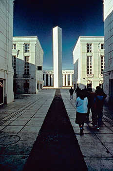 L'Axe Majeur - La tour belvédère (Dani Karavan)