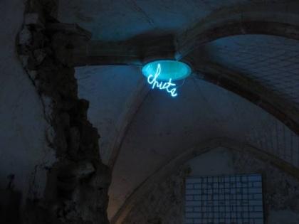 Chute (Claude Lévêque)